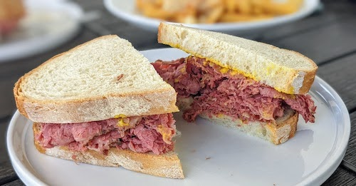 Montréal smoked meat sandwich