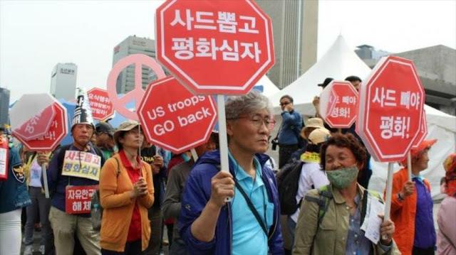 Surcoreanos protestan contra Trump frente a la embajada de EEUU