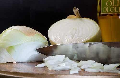 Bài thuốc, món ăn lợi sức khỏe từ hành tây