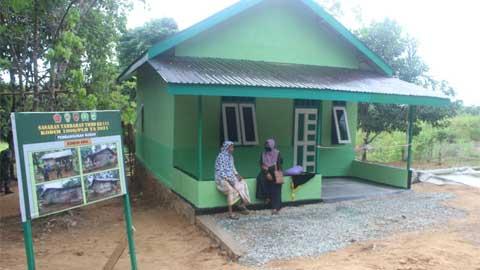 Kado Terindah dari TMMD Ke-111 untuk Janda Tua Dusun Riam Pinang