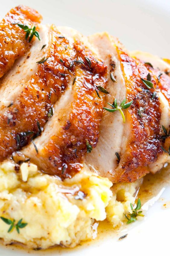 Easy Pan Roasted Chicken Breasts with Thyme #recipes #dinnerrecipes #dinnerideas #easydinnerideas #easydinnerideasfor4 #food #foodporn #healthy #yummy #instafood #foodie #delicious #dinner #breakfast #dessert #yum #lunch #vegan #cake #eatclean #homemade #diet #healthyfood #cleaneating #foodstagram