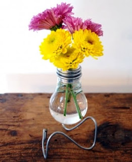 Cara Membuat Vas Bunga dari Lampu Dop Bekas