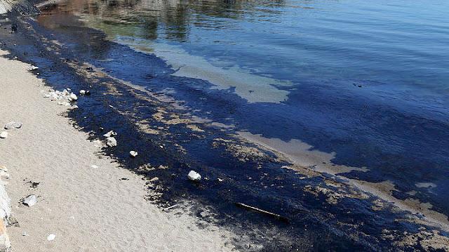 """Οι παραλίες που απαγορεύεται το κολύμπι μετά το ναυάγιο του """"Αγία Ζώνη ΙΙ"""""""