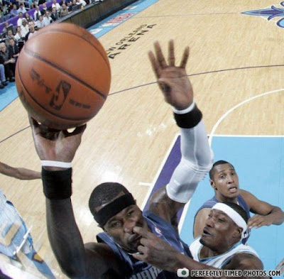 Basketball dunking lustig - Finger in Nase bohren Spaßbilder Sport