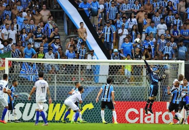 Chances desperdiçadas e primeira derrota no ano: o 100º jogo do Grêmio na Arena