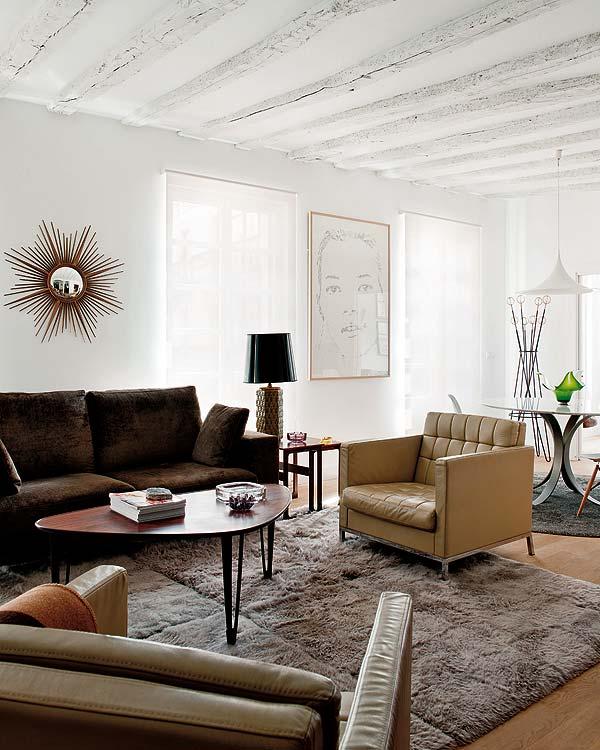 sofa de terciopelo y butacas de piel chicanddeco
