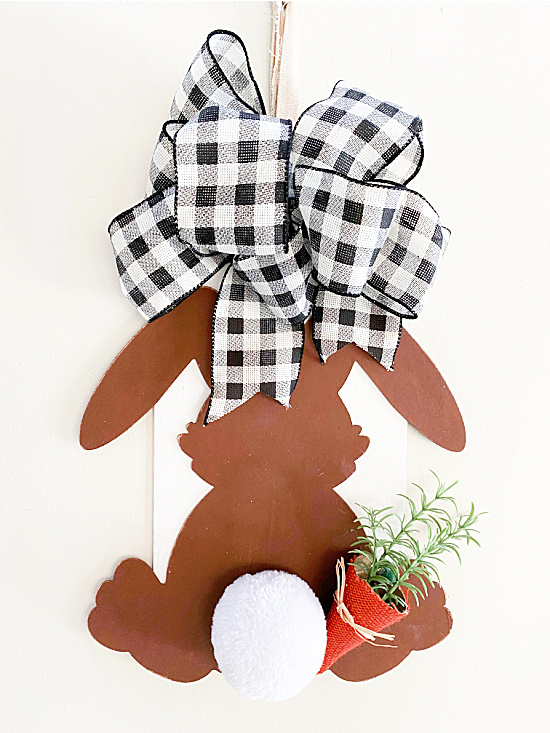 Bunny sign with buffalo checked bow, bunny and carrot