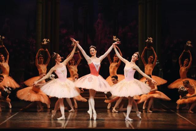 """Самарский театр оперы и балета, """"Эсмеральда"""" - в доме Флёр де Лис"""