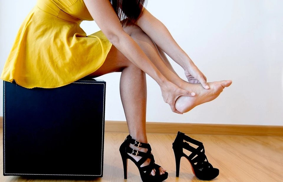 The harm of high heels from the point of view of physics
