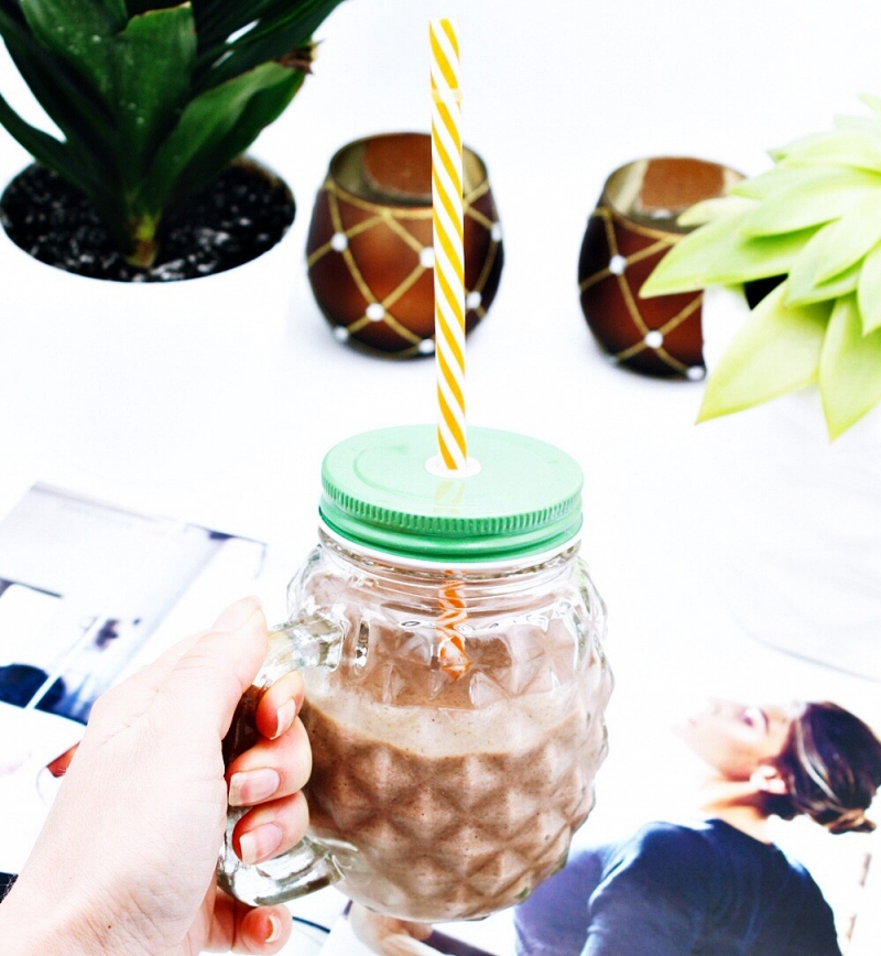 chocolate protein smoothie shake.cokoladni proteinski sejk i smoothie.