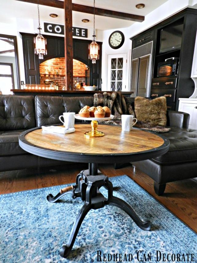 Redhead Can Decorate coffee lounge