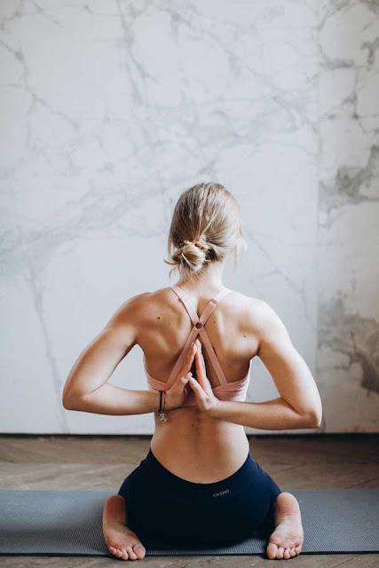 Practica el yoga para aliviar dolor de espalda