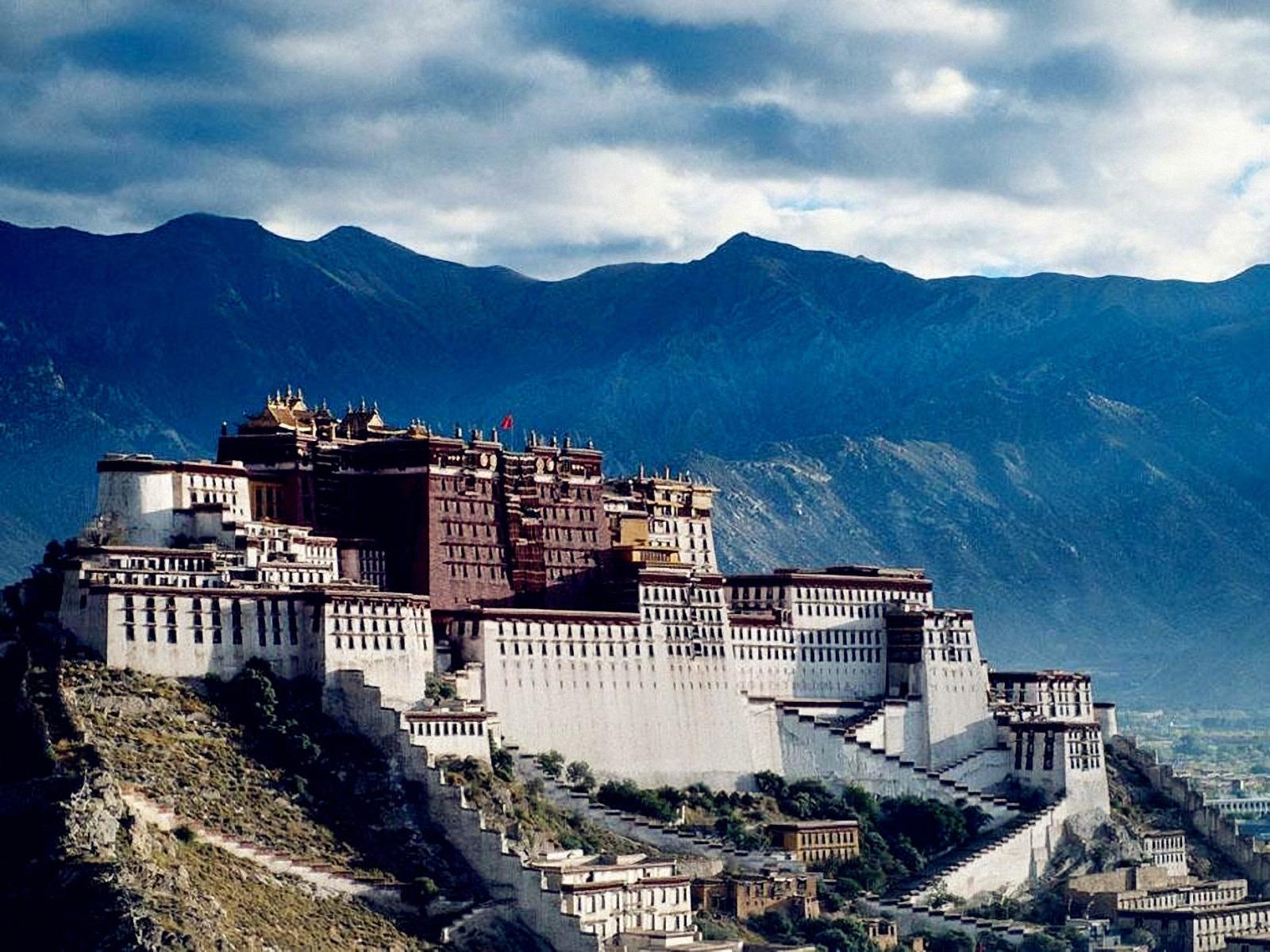 World Visits: Potala Palace at Lhasa,Tibet In China