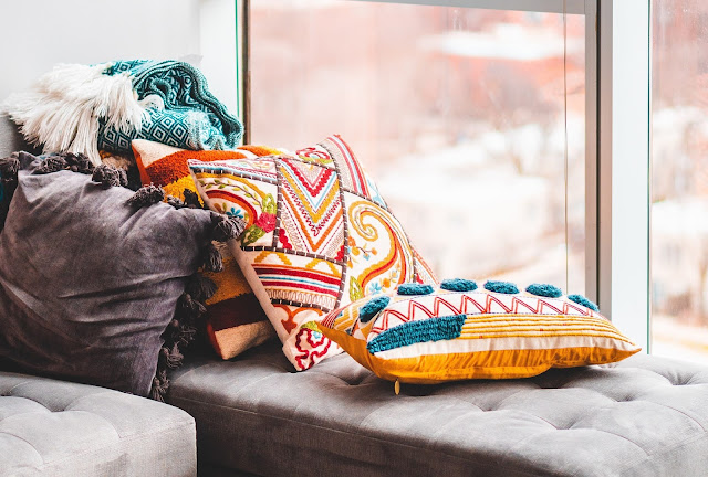 https://www.pexels.com/photo/colorful-throw-pillows-3991265/
