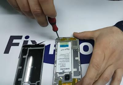 Cara mengganti baterai samsung a3