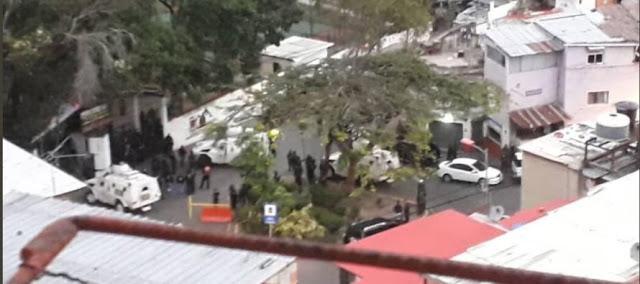 En Caracas un puesto de la Guardia Nacional amaneció alzado este lunes.