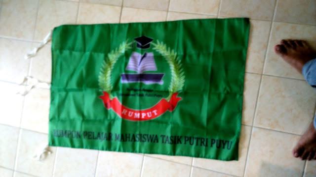 Bendera Kelompok Mahasiswa Tasik Putri Puyu