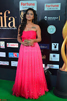 Sraddha in Sleeveless Off Shoulder Pink Dress at IIFA Utsavam Awards March 2017 023.JPG