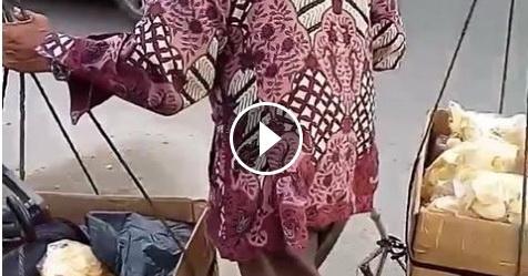 VIDEO: Bikin Nangis! Kakek Yang Mengenakan Tongkat Ini Tempuh Puluhan Kilometer Agar Keripiknya Laku