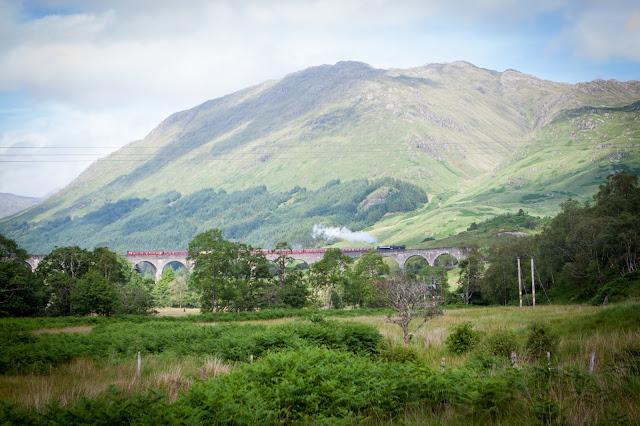 Glenfinnan-viadotto e treno a vapore