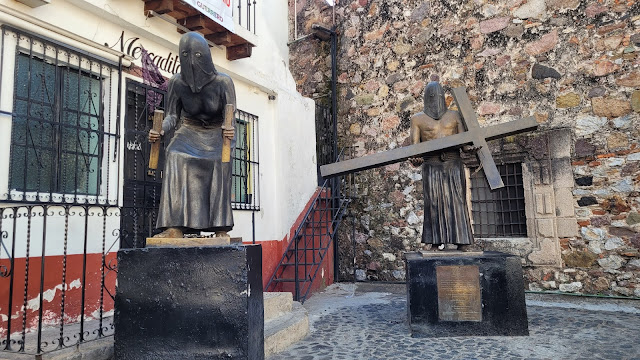 Statues depicting Semana Santa traditions