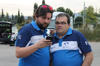 Marcelino y Miguel viendo resultados Trofeo Guerrita