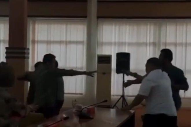 Dua Anggota Dewan di Bone Nyaris Baku Hantam Saat Rapat
