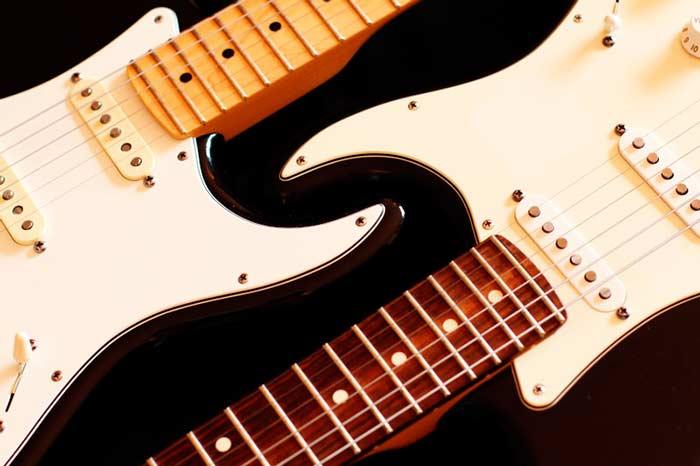 Izquierda: Fender Stratocaster American Standard y Fender Stratocaster Highway One, propiedad del autor.
