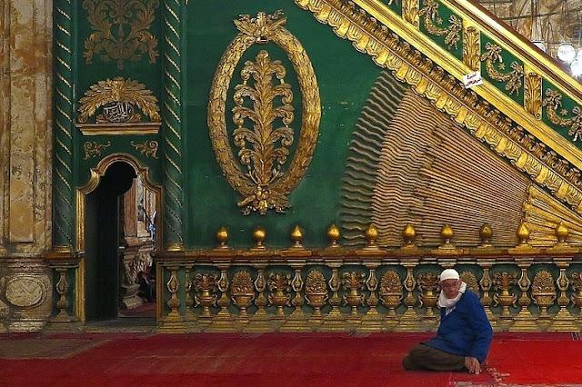 Iktikaf di Masjid pada bulan Puasa Ramadhan