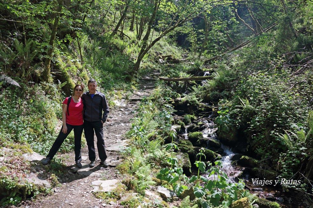 Camino a la Cascada Salgueira, Ruta del Agua, Taramundi, Asturias