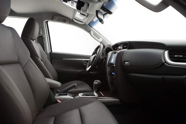 Nova Toyota Hilux SW4 2017 - interior