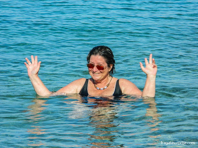 Praia de Scholi, na ilha grega de Spétses, no Arquipélago Argo-Sarônico