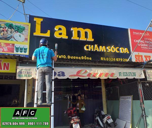 Thi công biển Alu chữ nổi Tiệm Lam - Chăm Sóc Da tại Phú Quốc