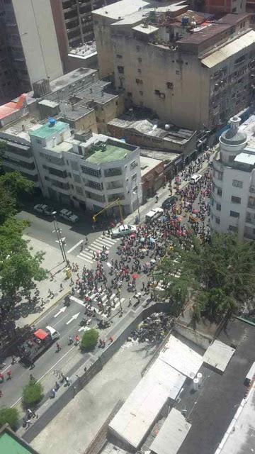 LAS FOTOS que VTV no quiere que veas: Los 4 gatos en la marcha en apoyo a Maduro