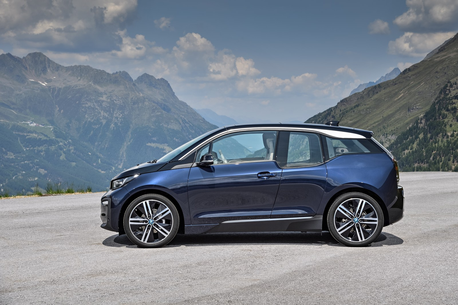 2018 Bmw I3s Debuts With Upgraded Motor Sportier Styling Carscoops
