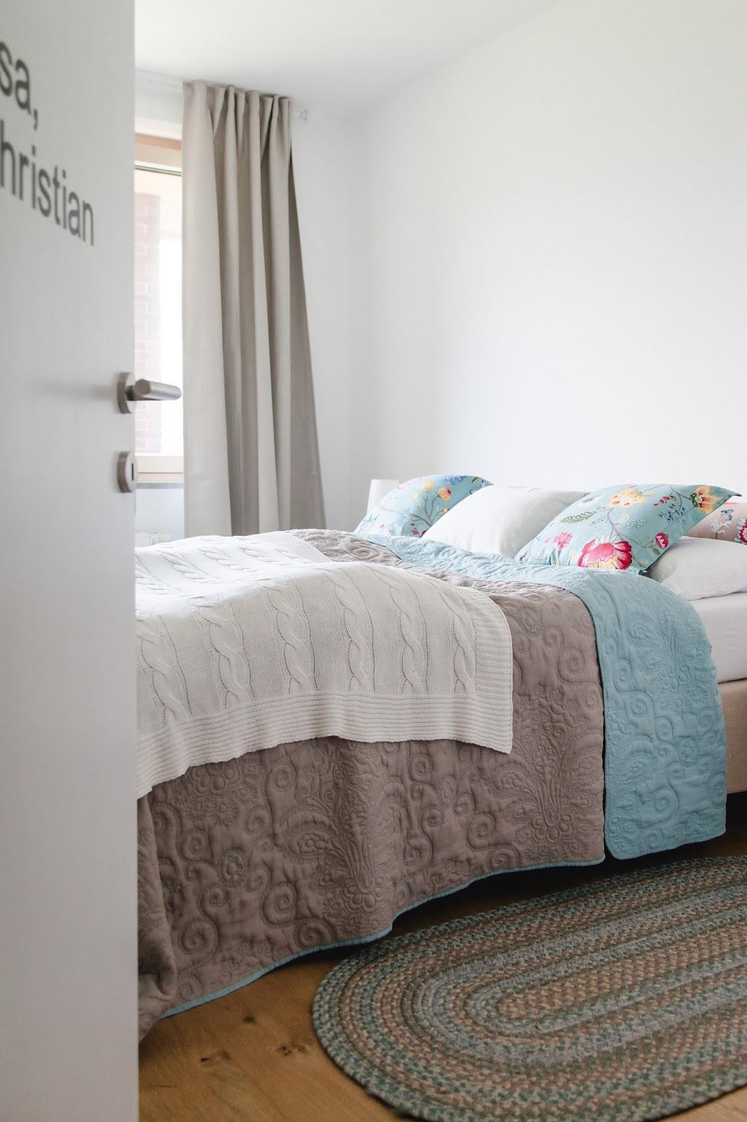 blumenmuster im schlafzimmer nicht wirklich doch. Black Bedroom Furniture Sets. Home Design Ideas