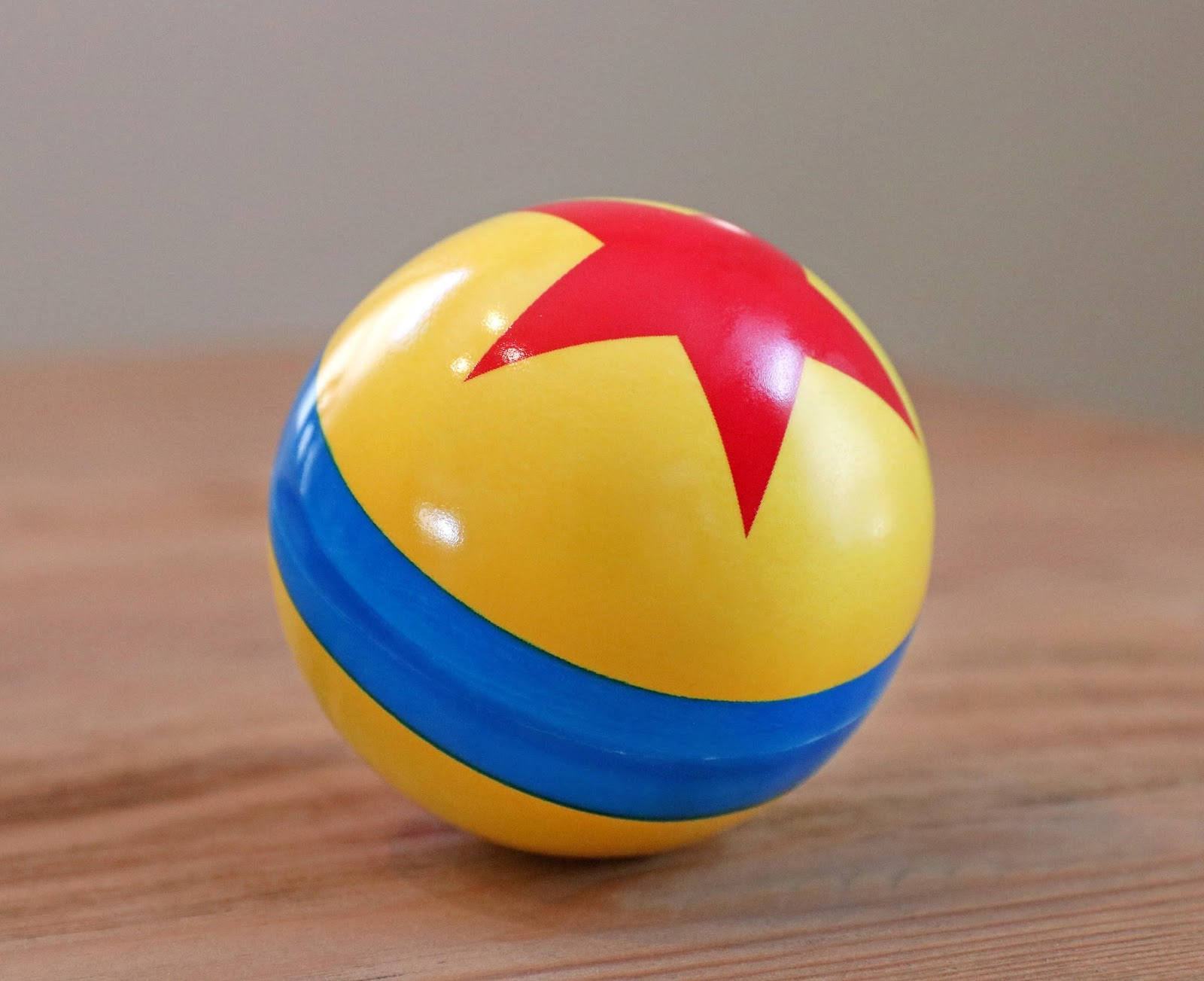 Toy Story Ball : Dan the pixar fan mini toy story luxo jr ball