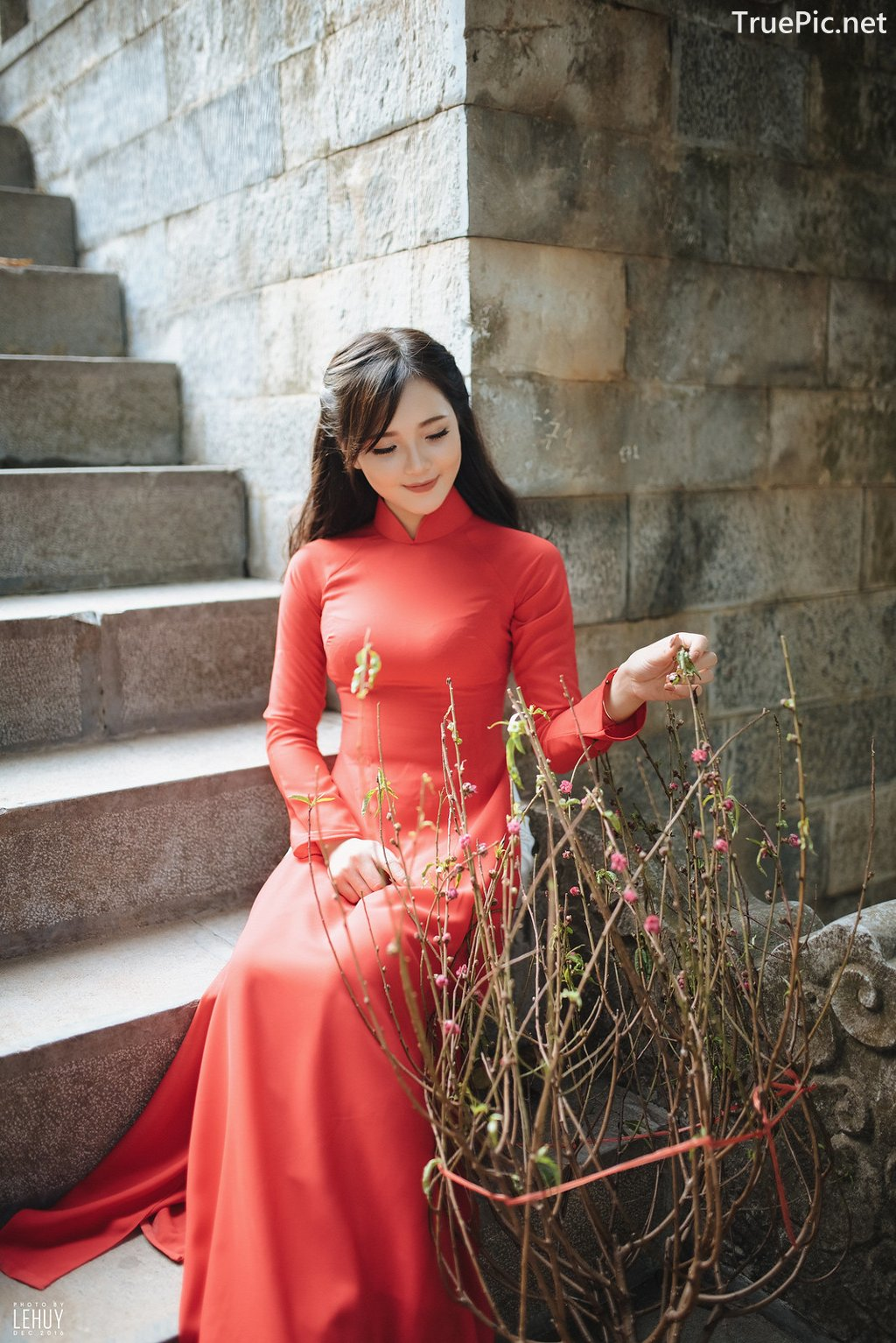 Image-Vietnamese-Model-Beautiful-Girl-and-Ao-Dai-Red-Vietnamese-Traditional-Dress-TruePic.net- Picture-7