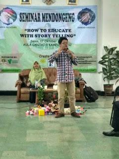 Tony Sahabat Dongeng dalam Pelatihan Mendongeng
