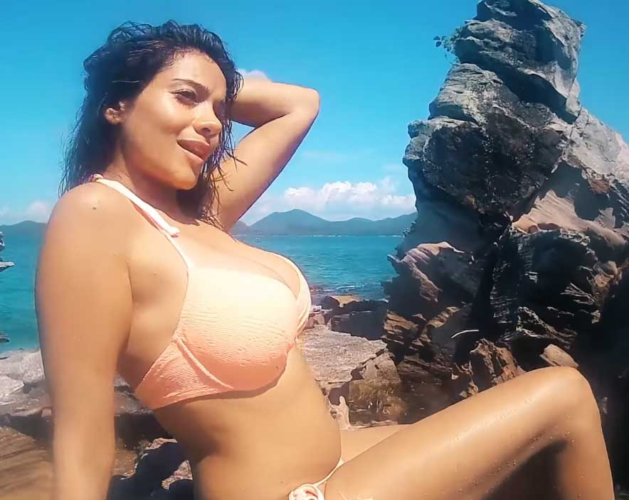 Megha Gupta Hot in sexy Bikini