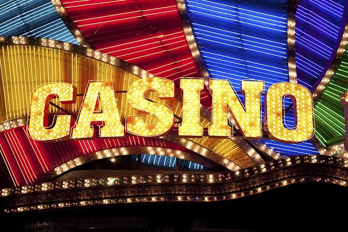 Do casinos put the loosest slot machines near entrances?