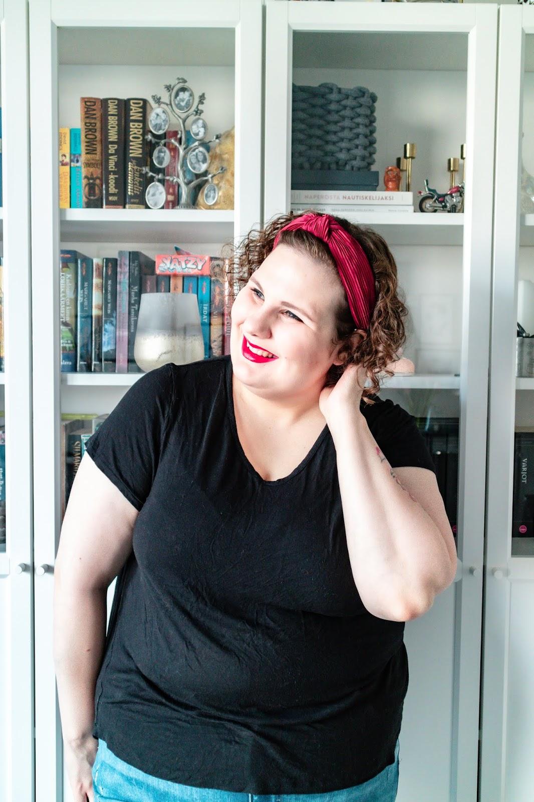Big mamas home by Jenni S. Aikuisten ystäväkirja