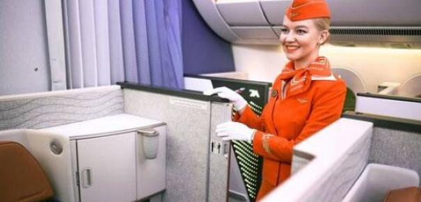 مضيفة طيران كشفات تأثير الألوان على المسافرين فالطيارة