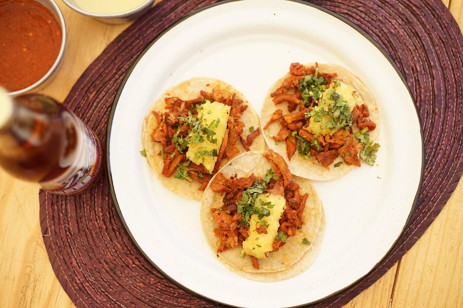 ¿Ya probaste los deliciosos tacos de pastor rojo de La Covacha?