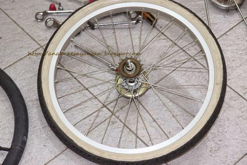 Anak Kesayangan: Cara Mengganti Ban Belakang Sepeda Mini