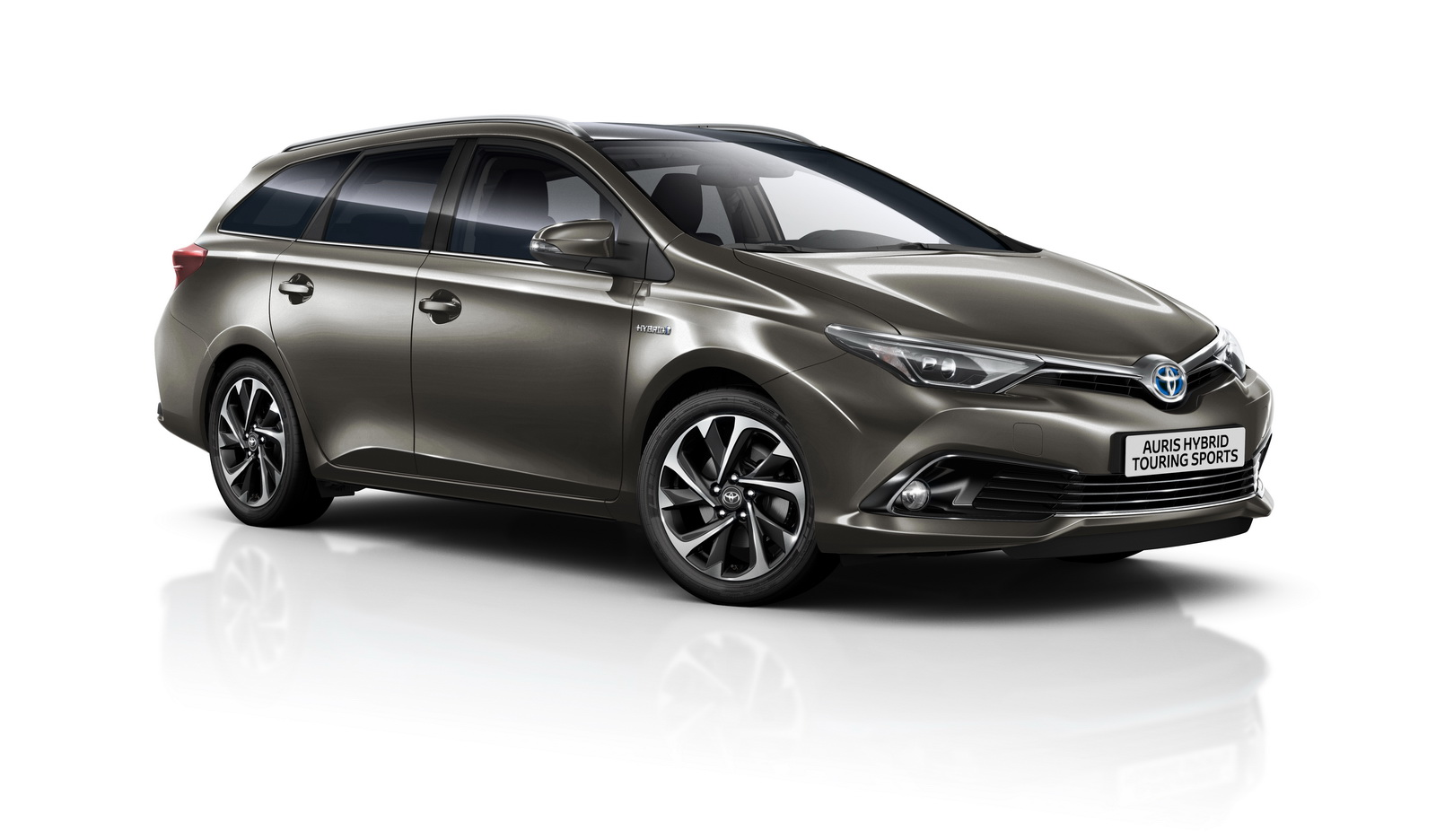 2016 toyota avensis auris hybrid gain minor updates. Black Bedroom Furniture Sets. Home Design Ideas