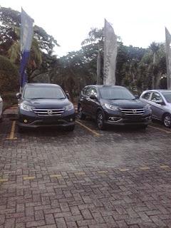 Berbagai mobil honda di pajang di dealer mobil honda karawang