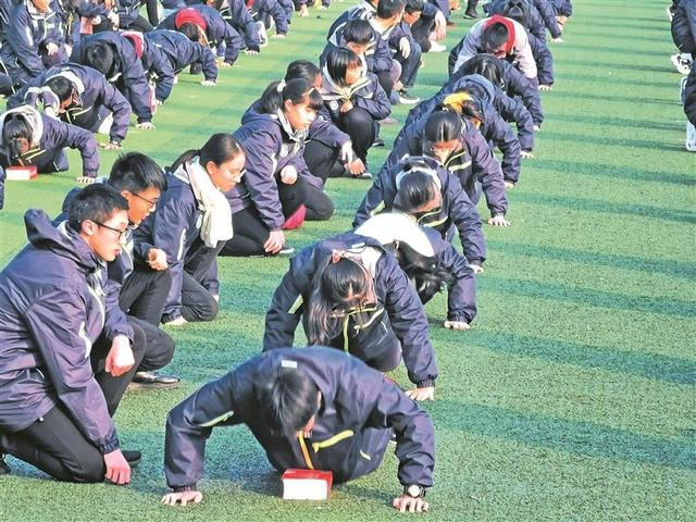 """All the students in the provincial tin middle school successfully challenged """"50 push-ups per minute"""""""