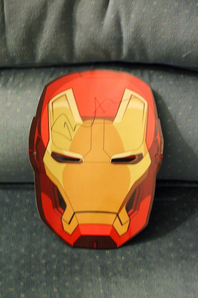 Paper Iron Man mask signed by Tom Hiddleston at the Iron Man 3 premiere