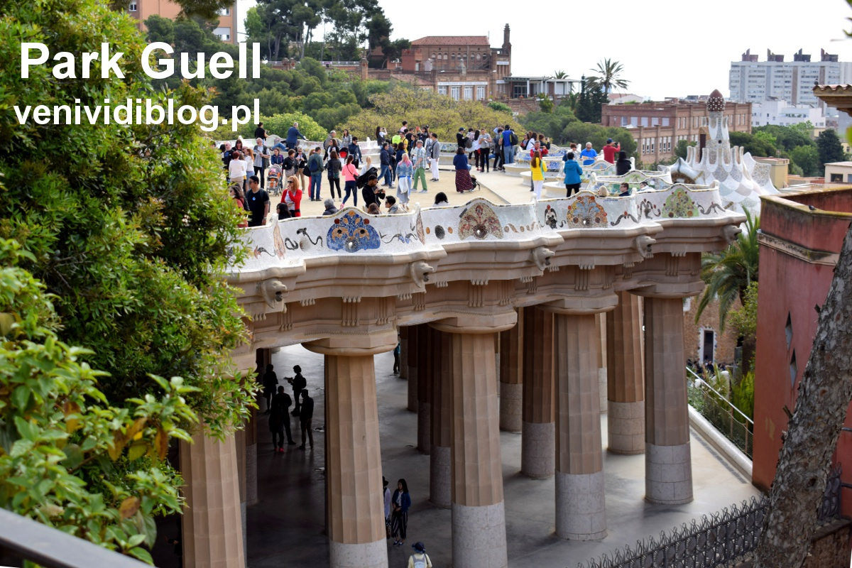 Taras widokowy z najsłynniejszą ławką Barcelony